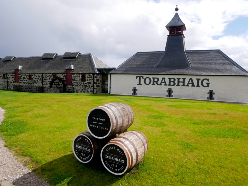 Torabhaig Single Malt Scotch Whisky Distillery in Schottland auf der Isle of Skye
